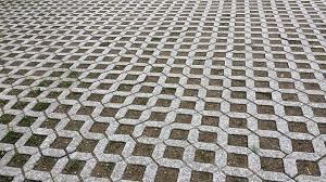 Műanyag vagy beton gyeprács?