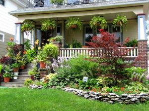 teraszos ház virágágyással