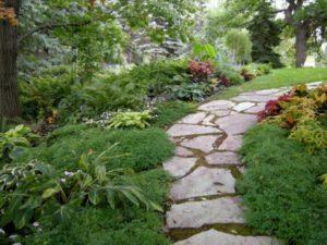 út építése a kertben