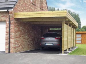 Tetővel ellátott kocsi beálló építése a kertben