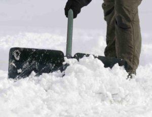 hó eltakarítása a járdáról