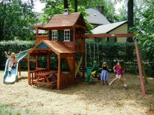 játszóhely a kertben
