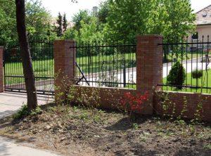 téglakő kerítés