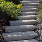 eltolt kerti lépcső